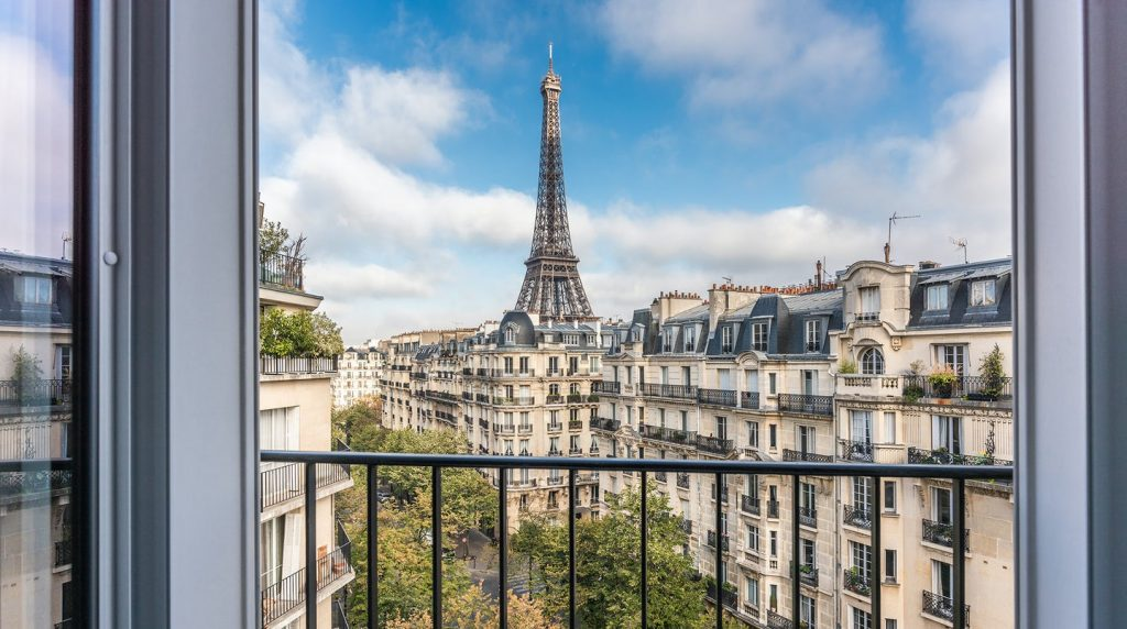 Plum Guide apartment - view of the Eiffel Tower